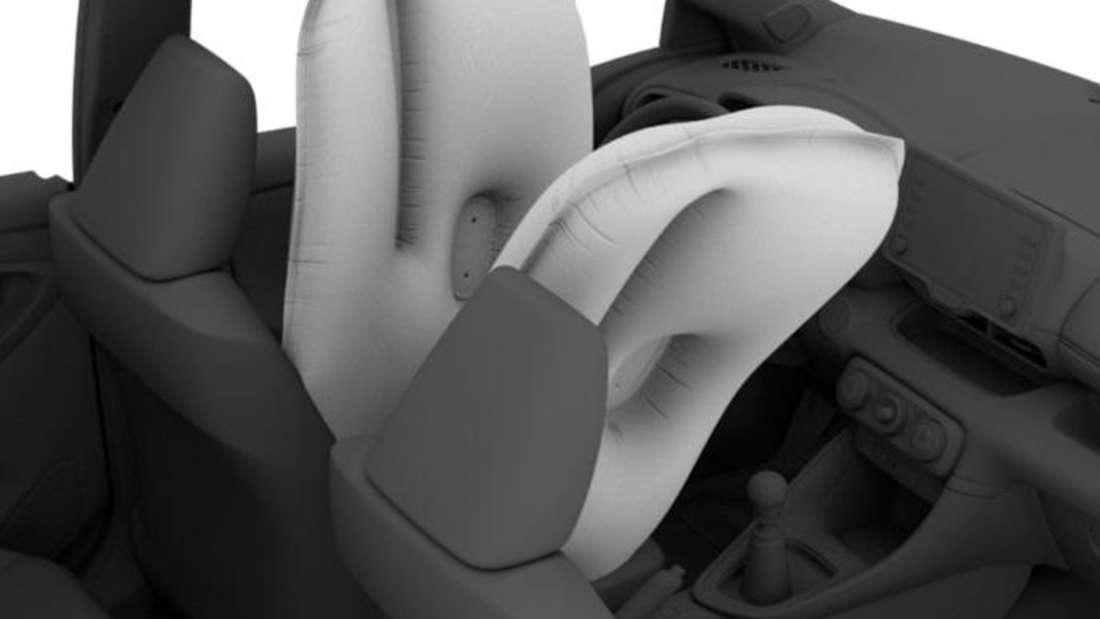 Zwei ausgelöste Center-Airbags bei einem Toyota Yaris