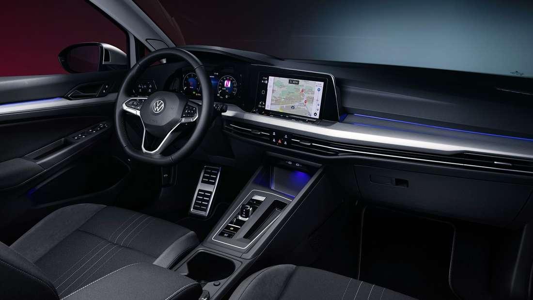 Cockpit-Aufnahme eines VW Golf 8 Alltrack