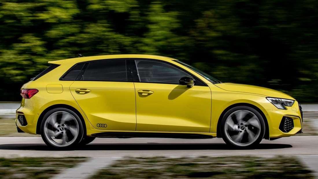 Fahraufnahme eines Audi S3 Sportback im Profil