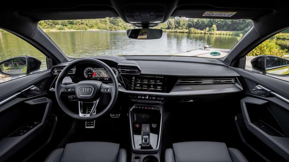 Cockpit-Aufnahme eines Audi S3 Sportback