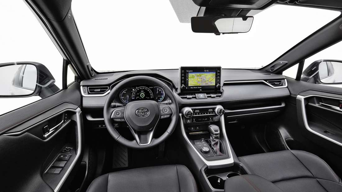 Cockpit-Aufnahme eines Toyota RAV4 PHEV