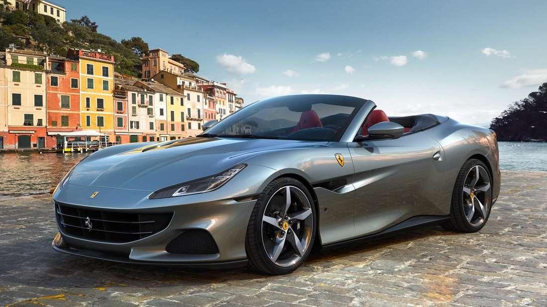 Standaufnahme eines Ferrari Portofino von schräg vorn