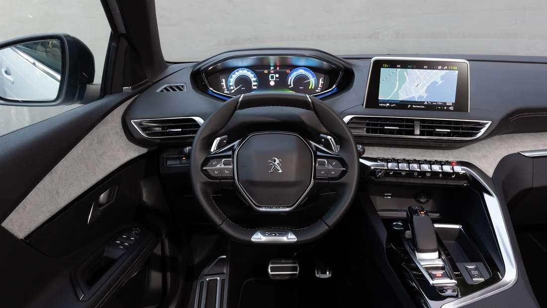 Cockpit-Aufnahme eines Peugeot 3008 Hybrid4
