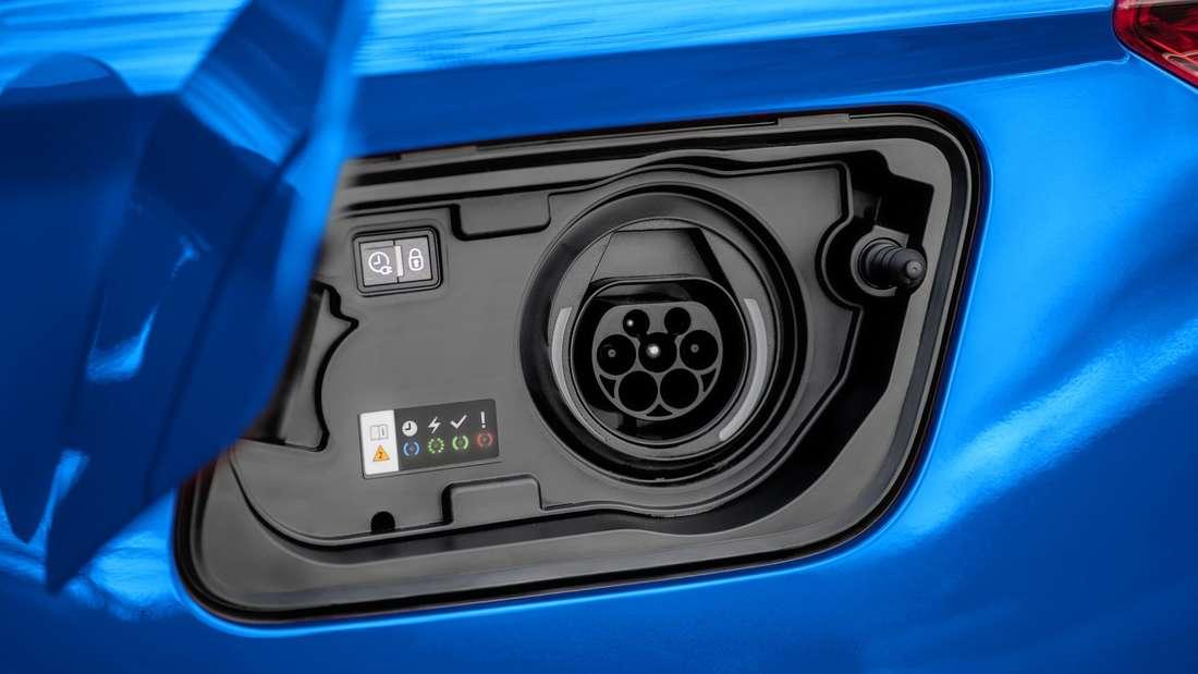 Detailaufnahme der Ladedose eines Opel Grandland X Hybrid4