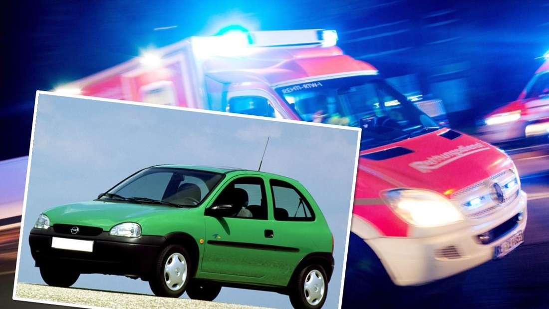 Ein grüner Opel Corsa B Eco und ein Rettungswagen. (Symboldbild)