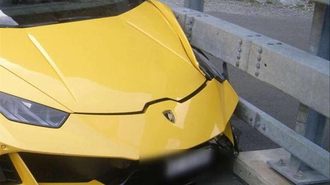 Ein gelber Lamborghini Huracán Spyder wurde an der linken Front erheblich beschädigt.