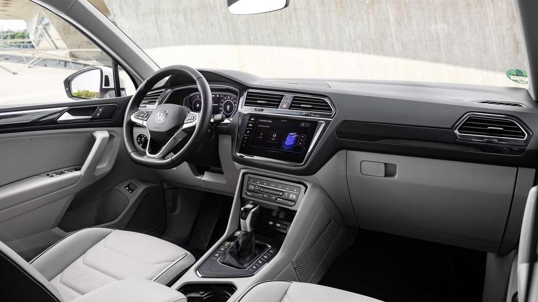 Cockpit-Aufnahme eines VW Tiguan eHybrid