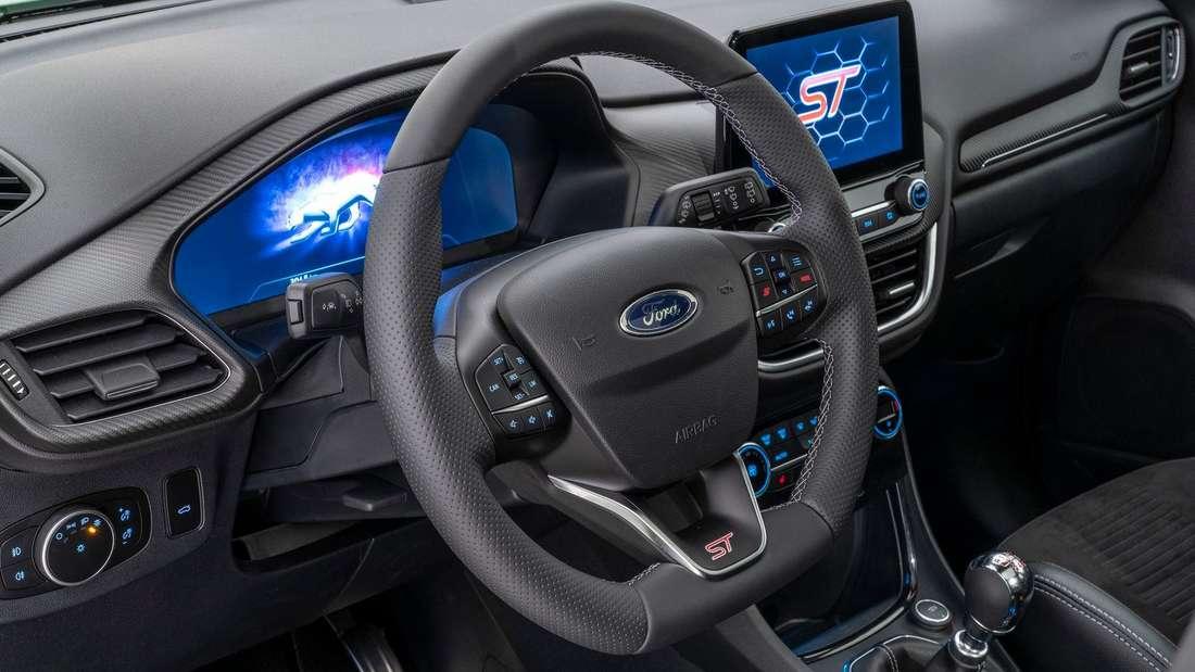 Detailaufnahme des Lenkrads eines Ford Puma ST