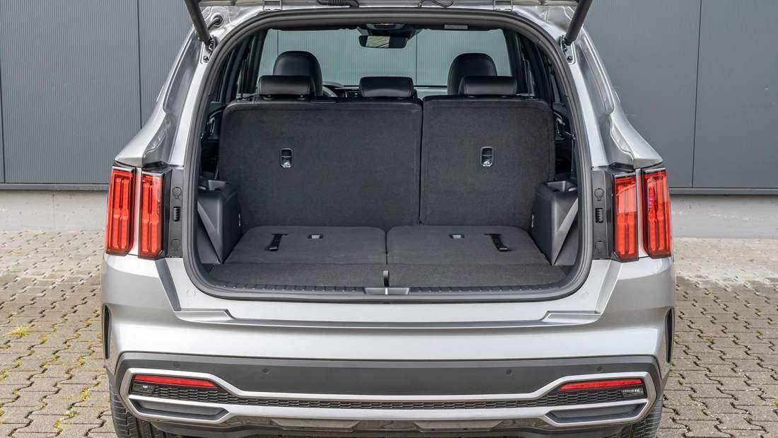 Detail-Aufnahme des Kofferraums eines Kia Sorento