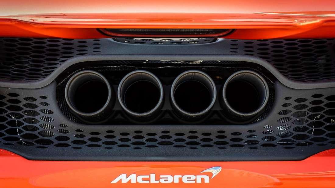 Detailaufnahme der Endrohre eines McLaren 765LT