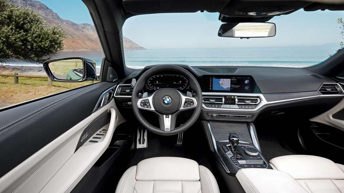 Cockpit-Aufnahme eines BMW 4er Cabrio