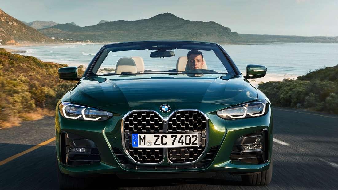 Fahraufnahme eines BMW 4er Cabrio von vorn