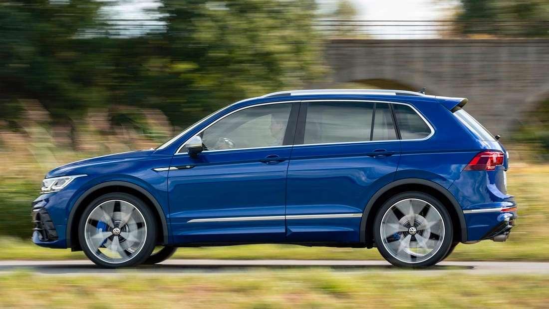 Fahraufnahme eines VW Tiguan R im Profil