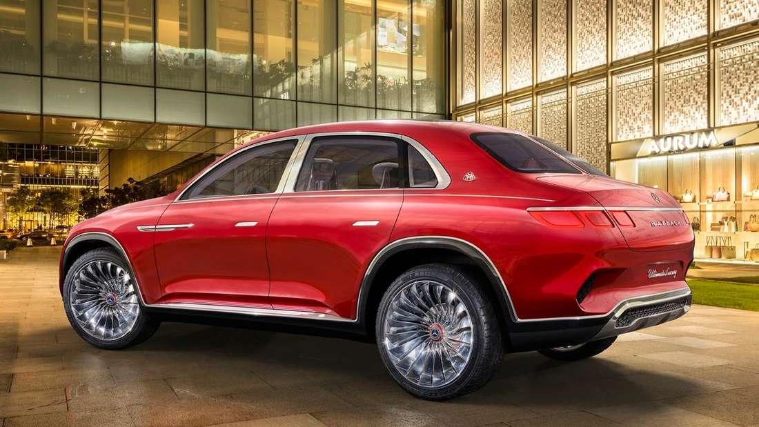Standaufnahme eines Maybach Ultimate Luxury von schräg hinten