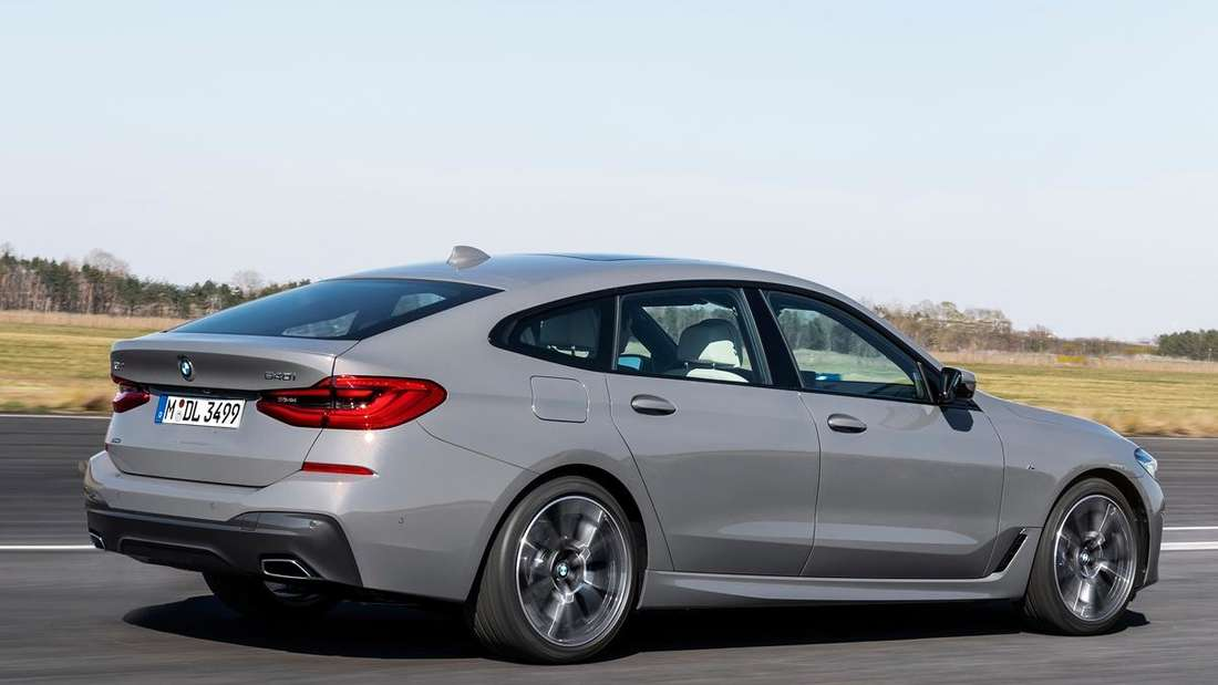 Fahraufnahme eines BMW 6er GT von schräg hinten