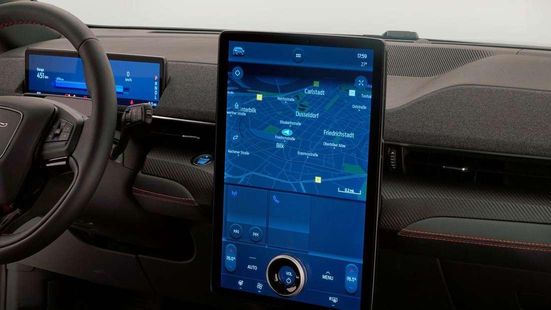 Detailaufnahme des Infotainment eines Ford Mustang Mach-E