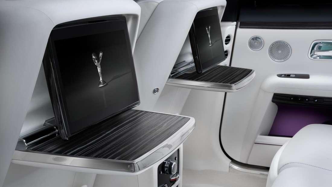 Detailaufnahme der Entertainment-Displays im Fond eines Rolls-Royce Ghost