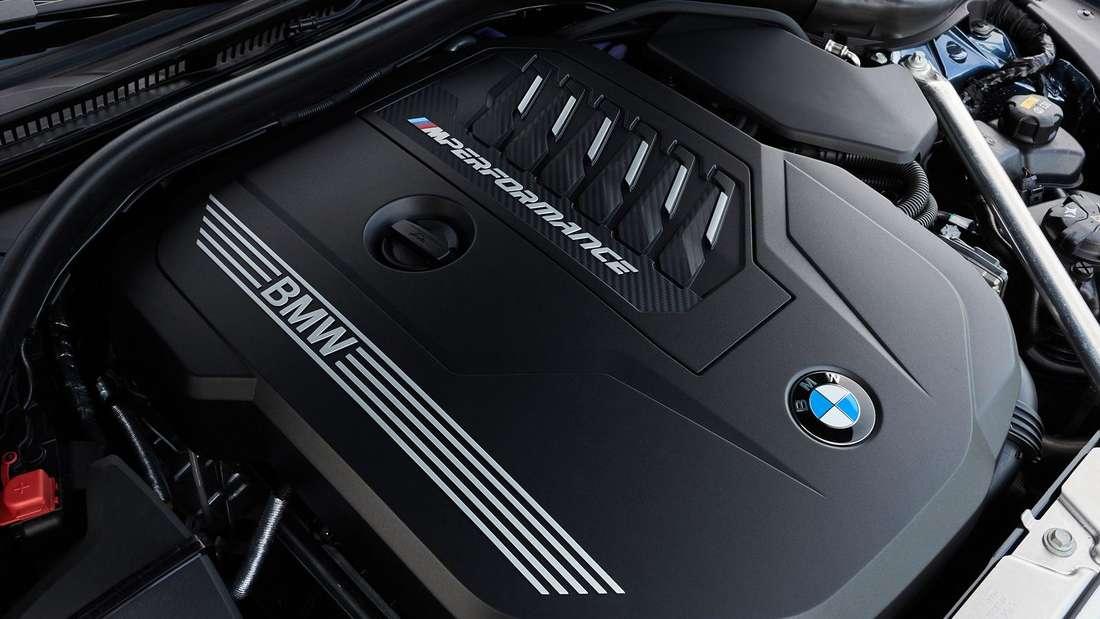 Detailaufnahme des Motors eines BMW M440i xDrive