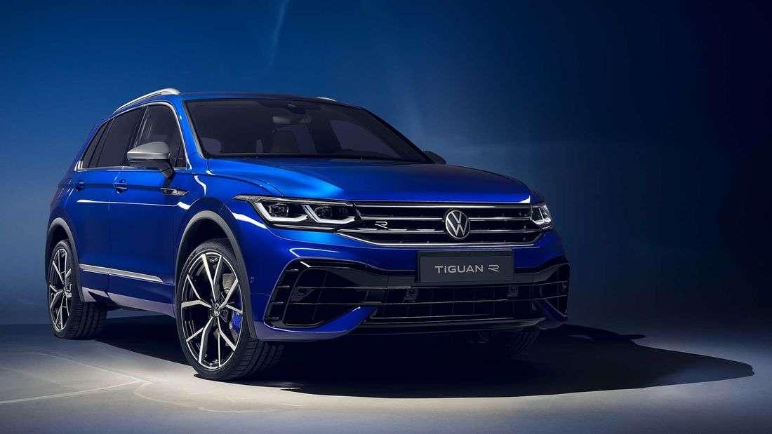 Ein blauer VW Tiguan R von vorne.