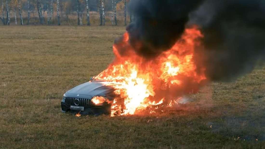 Der brennende Mercedes-AMG von Influencer Mikail Litvin.