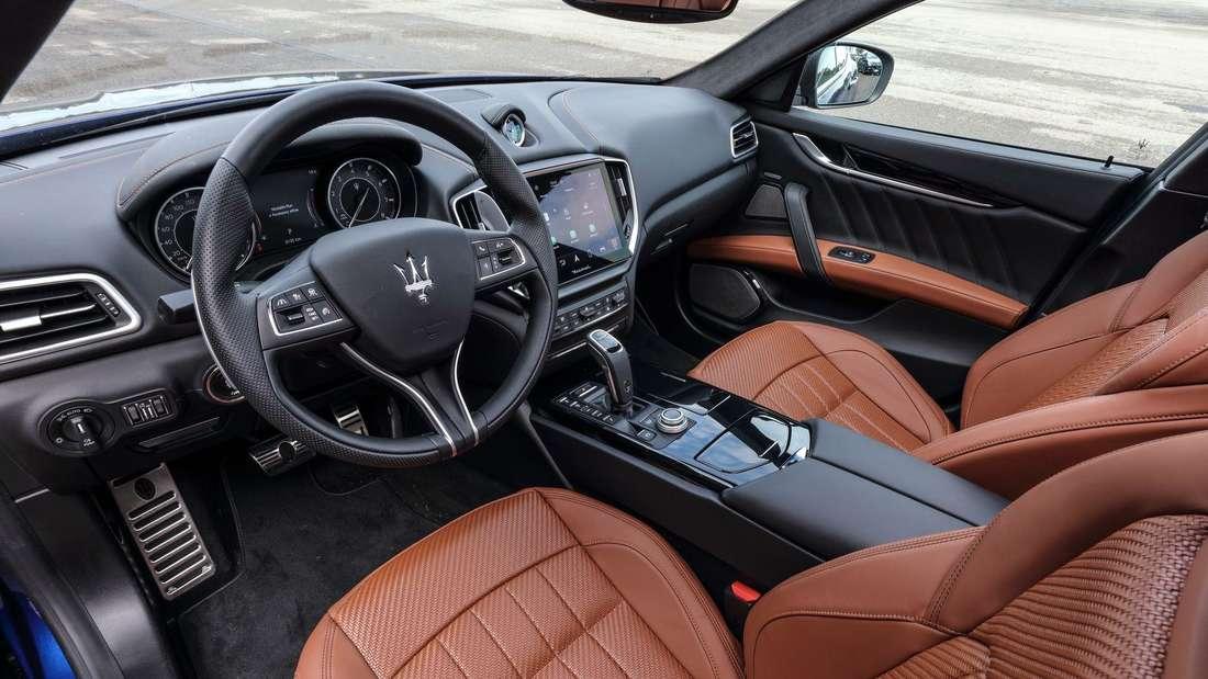 Cockpit-Aufnahme eines Maserati Ghibli Hybrid