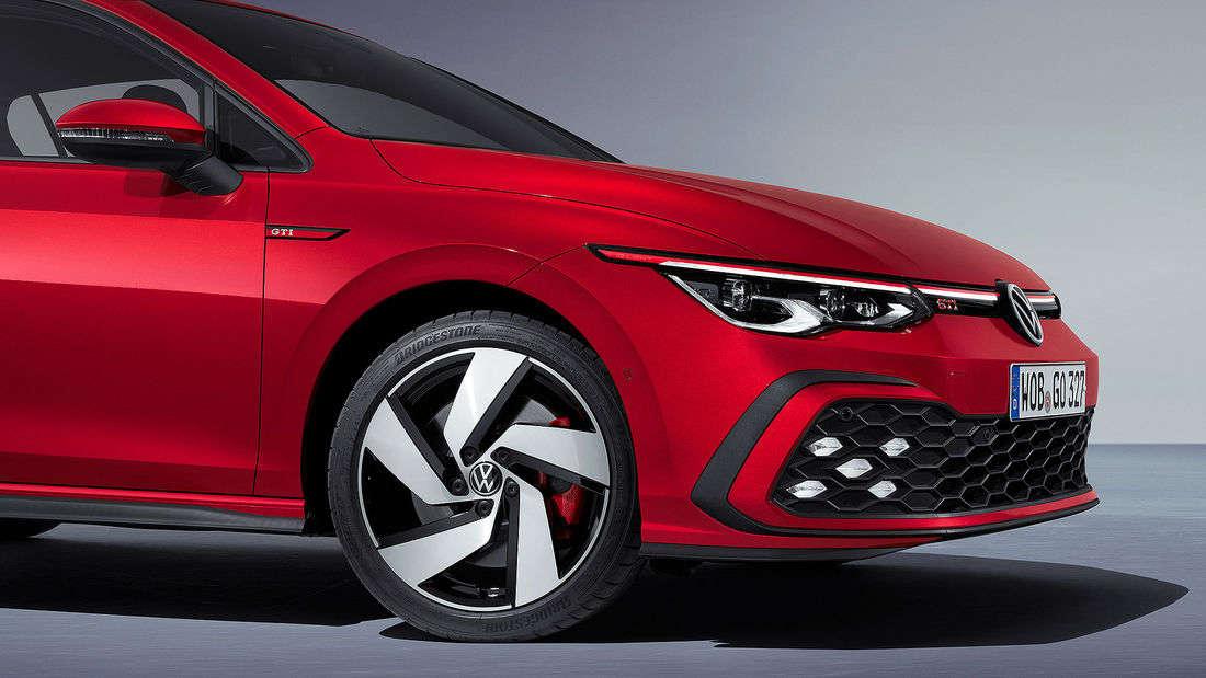 Der neue VW Golf 8 GTI in Rot.