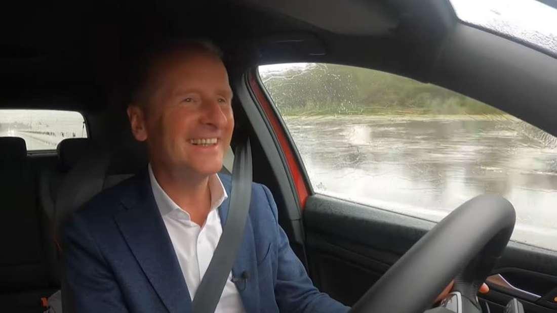 Volkswagen-Vorstandsvorsitzender Herbert Diess am Steuer des neuen VW Golf 8 GTI