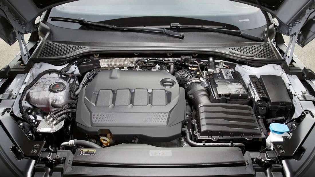 Detailaufnahme des Motors eines VW Arteon Shooting Brake
