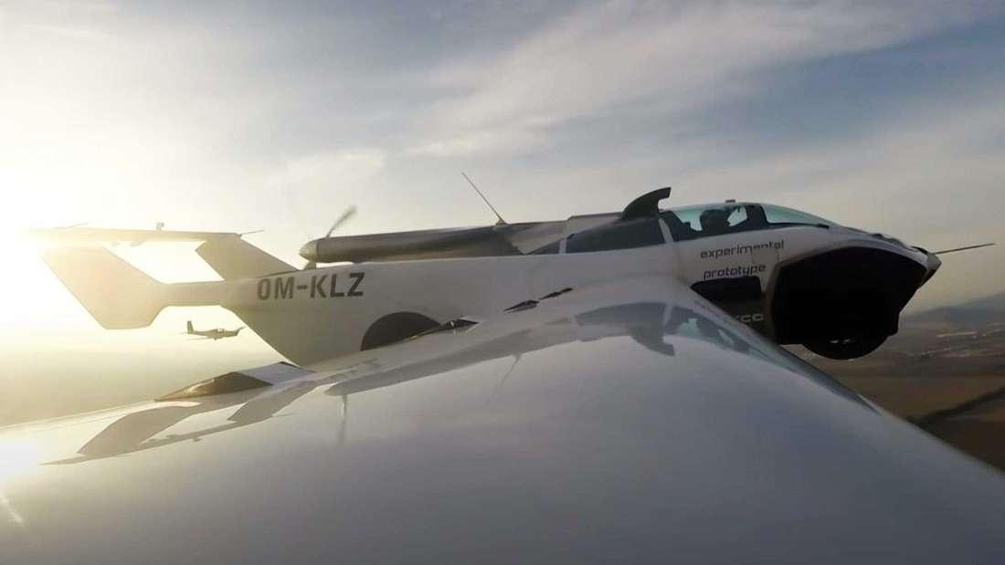 """Das Flugauto """"Klein Vision AirCar"""" bei einem erfolgreichen Testflug"""