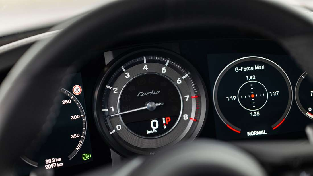 Blick ins Cockpit des Porsche 911 Turbo Coupé