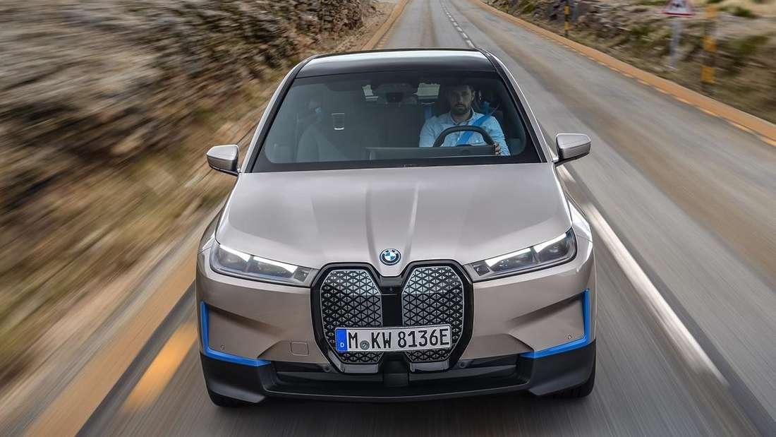 Fahraufnahme eines BMW iX