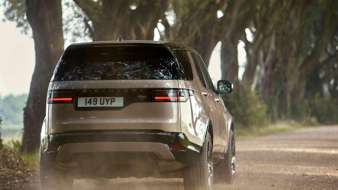 Fahraufnahme eines Land Rover Discovery