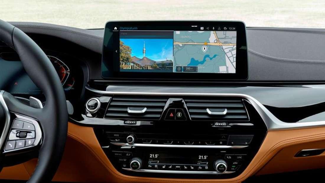 """Das Display des digitalen """"Live Cockpit Professional"""" von BMW"""