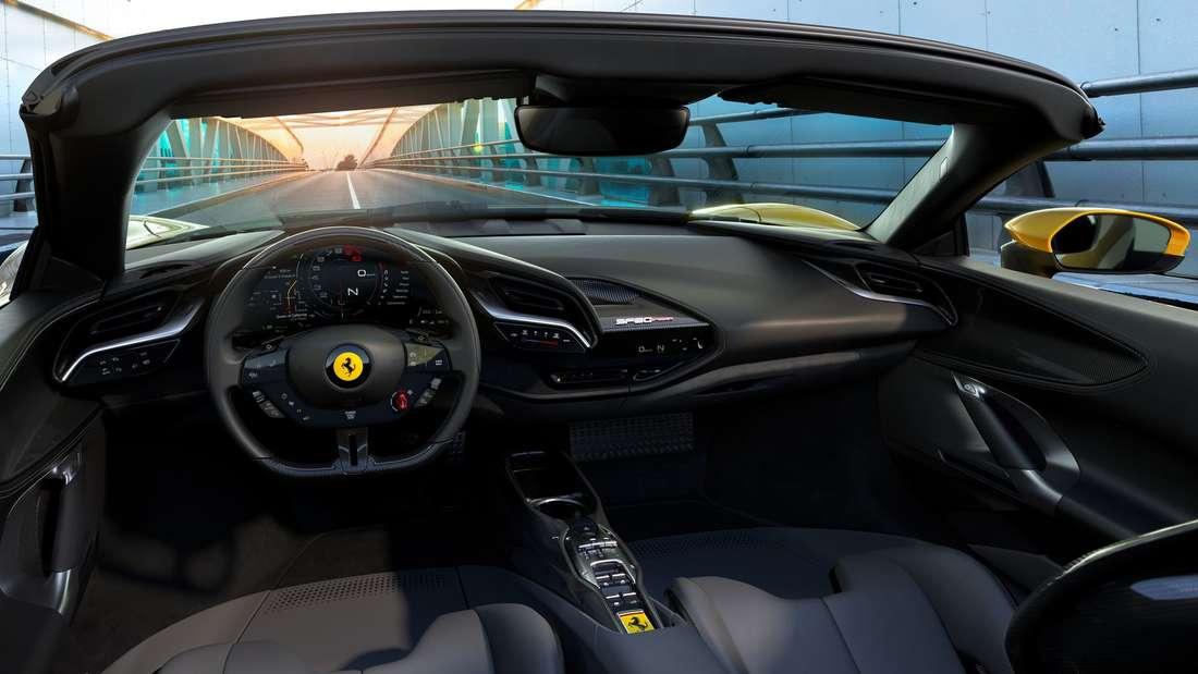 Blick in den Innenraum des Ferrari SF90 Spider