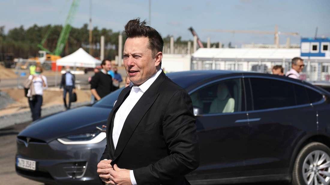 Elon Musk beim Besuch der Tesla-Gigafactory Berlin-Brandenburg in Grünheide.