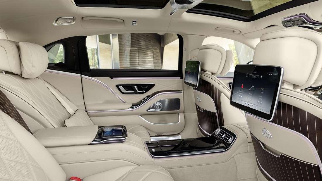 Blick in den Fond der Mercedes-Maybach S-Klasse