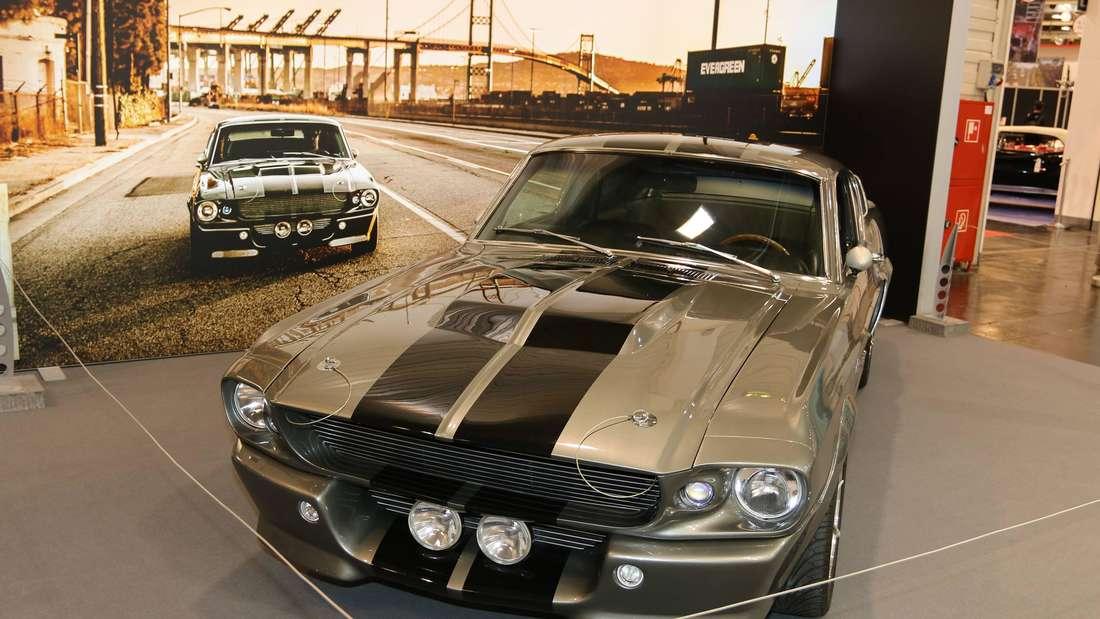 Aufnahme eines Ford Mustang Eleanor auf einem Messestand