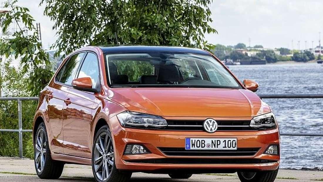 Standaufnahme eines VW Polo von schräg vorn