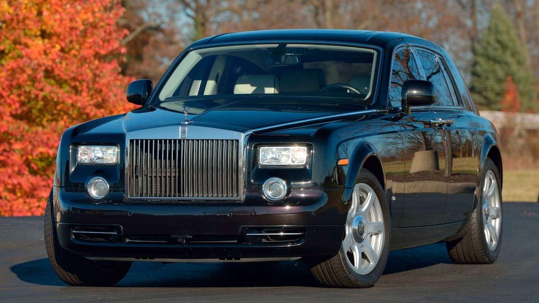 Ein schwarzer Rolls-Royce Phantom
