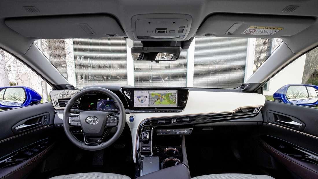 Blick ins Cockpit des neuen Toyota Mirai II