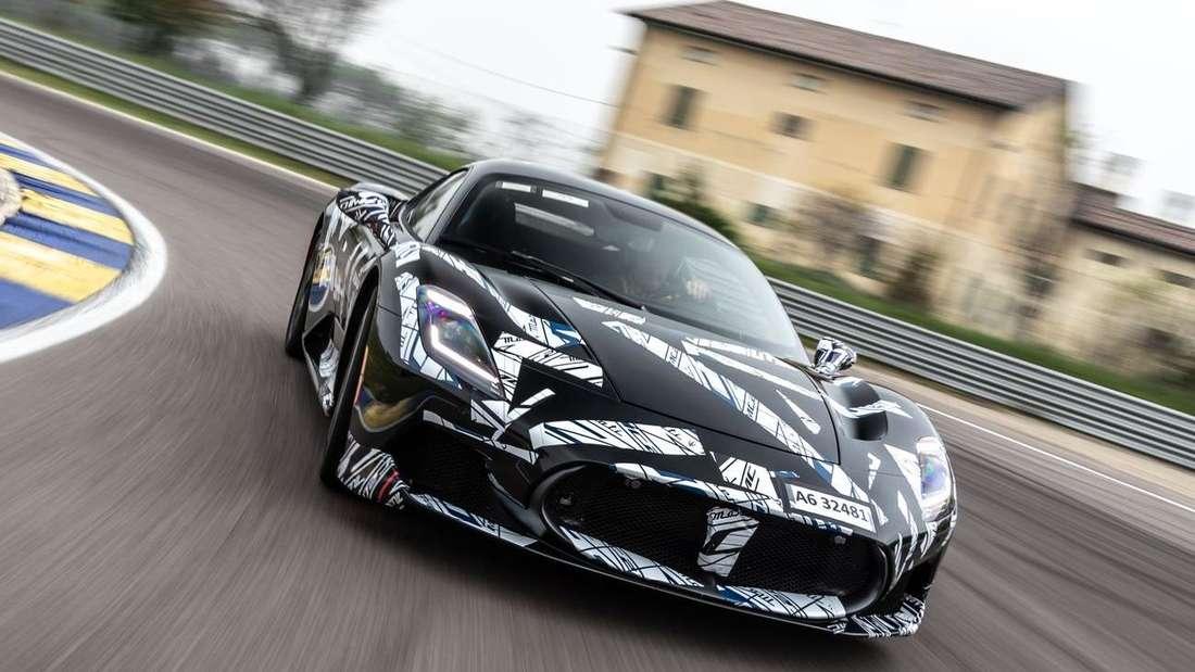 Prototyp des neuen Maserati MC20 auf der Rennstrecke