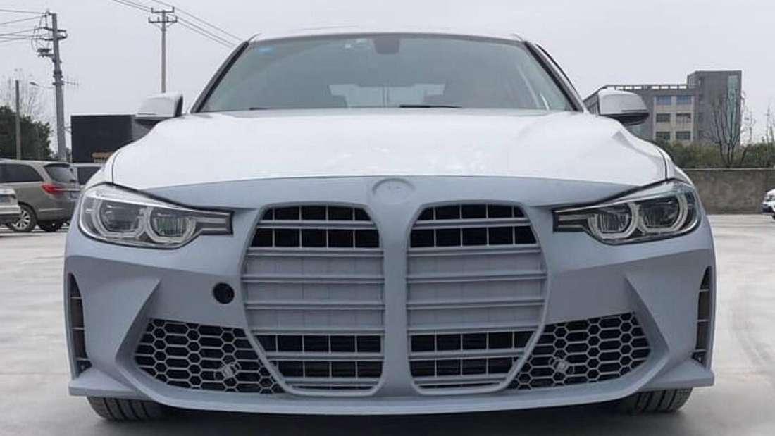 """Eine Ersatz-Frontschürze des rumänischen Autoveredlers """"KITT Tuning"""" für ältere BMW 3er und 4er"""