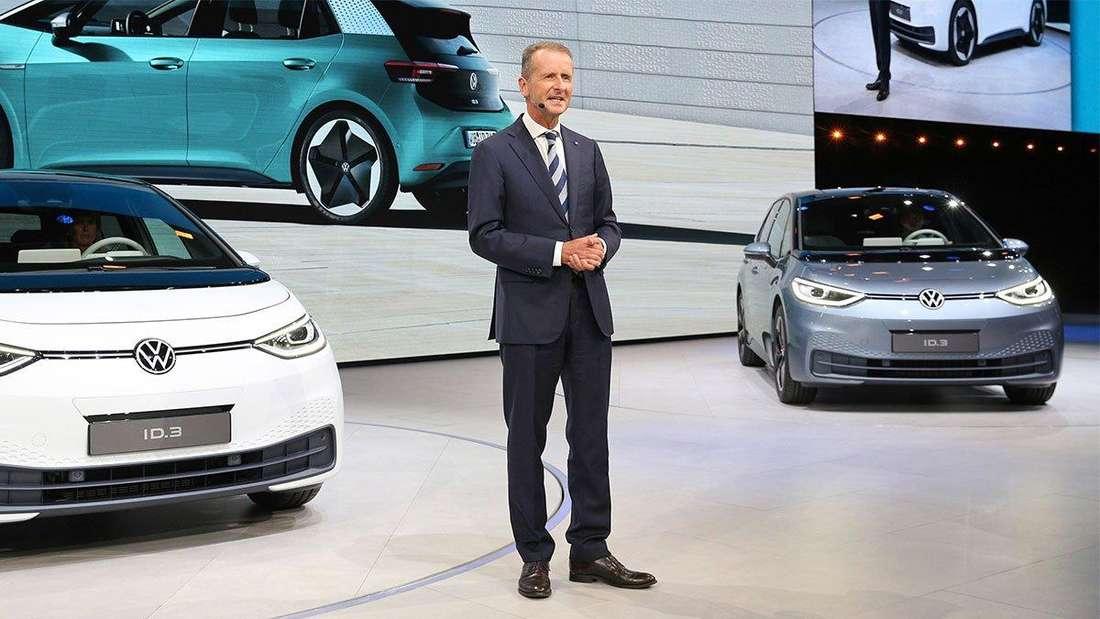 Der VW-Vorstandsvorsitzende Herbert Diess spricht bei einer Präsentation des VW ID.3.