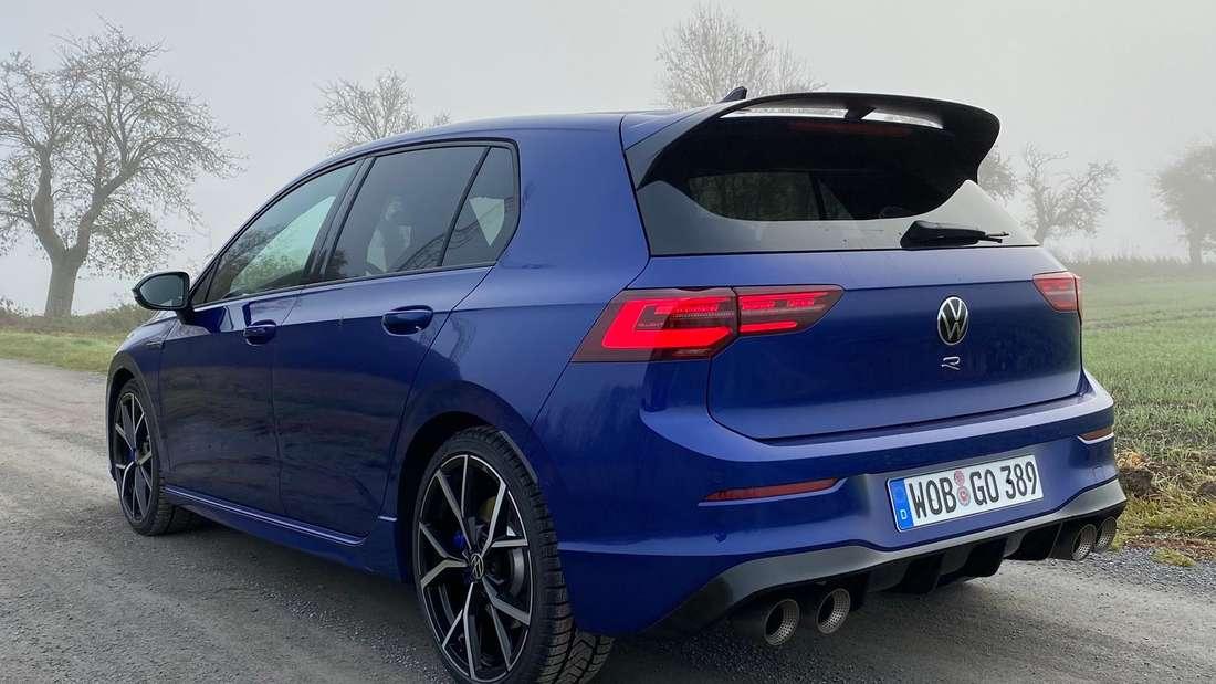 Ein blauer VW Golf R