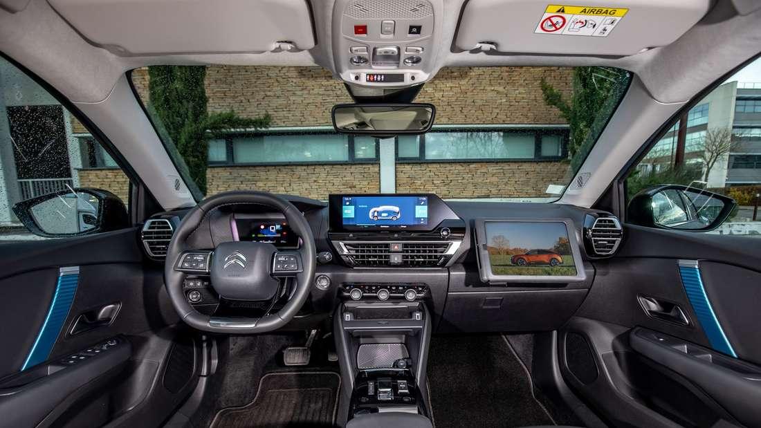 Blick in den Innenraum eines Citroën ë-C4