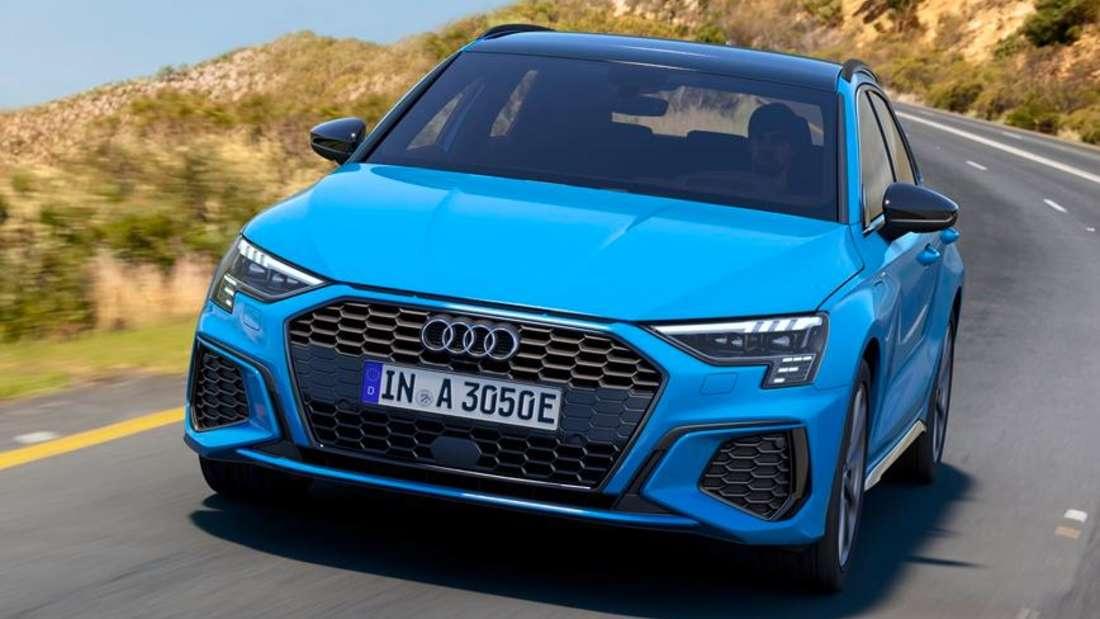 Fahraufnahme eines blauen Audi A3 40 TFSIe