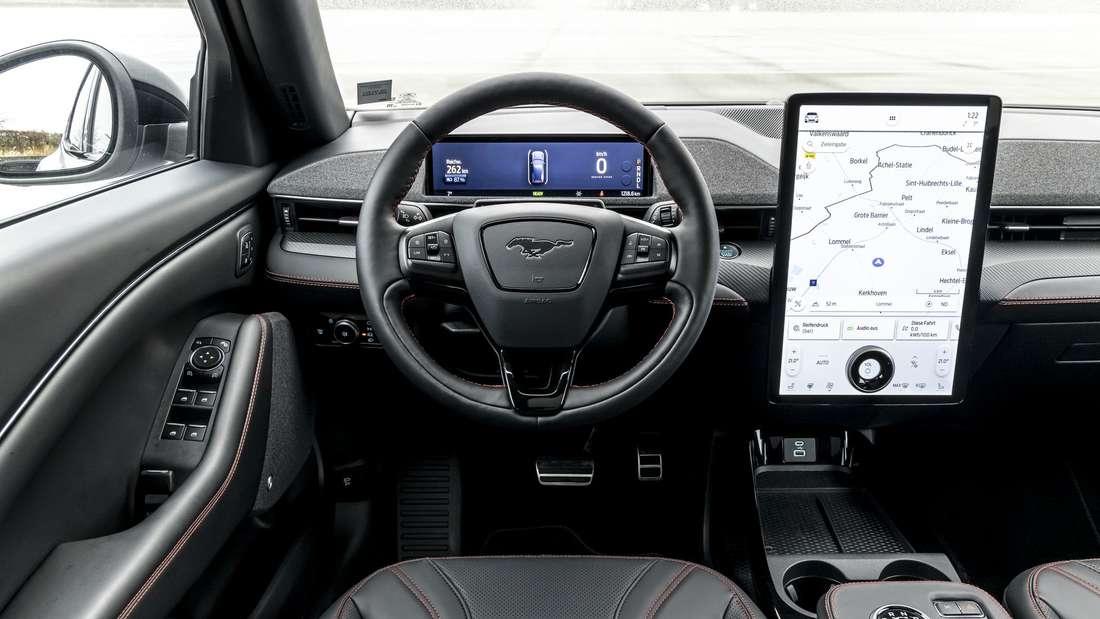 Blick auf das Cockpit des Ford Mustang Mach-E.