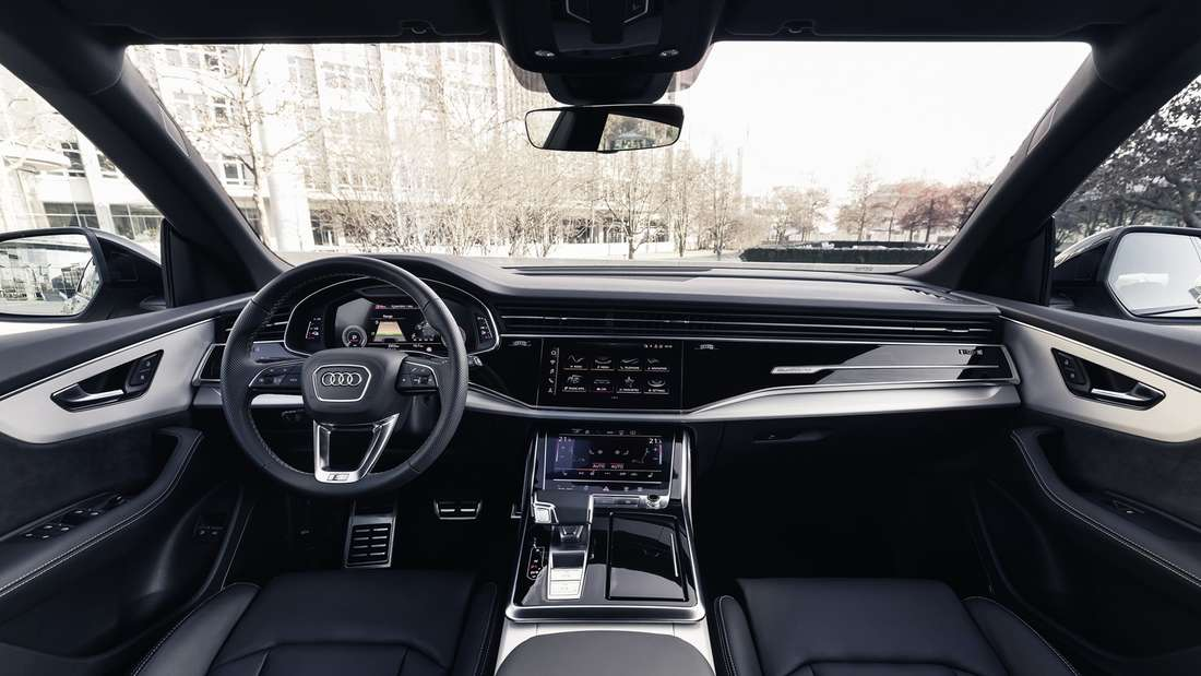 Blick in den Innenraum des Audi Q8 60 TFSIe quattro.