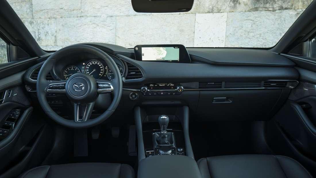 Blick in den Innenraum eines Mazda 3 Skyactiv-X 2.0 M Hybrid.