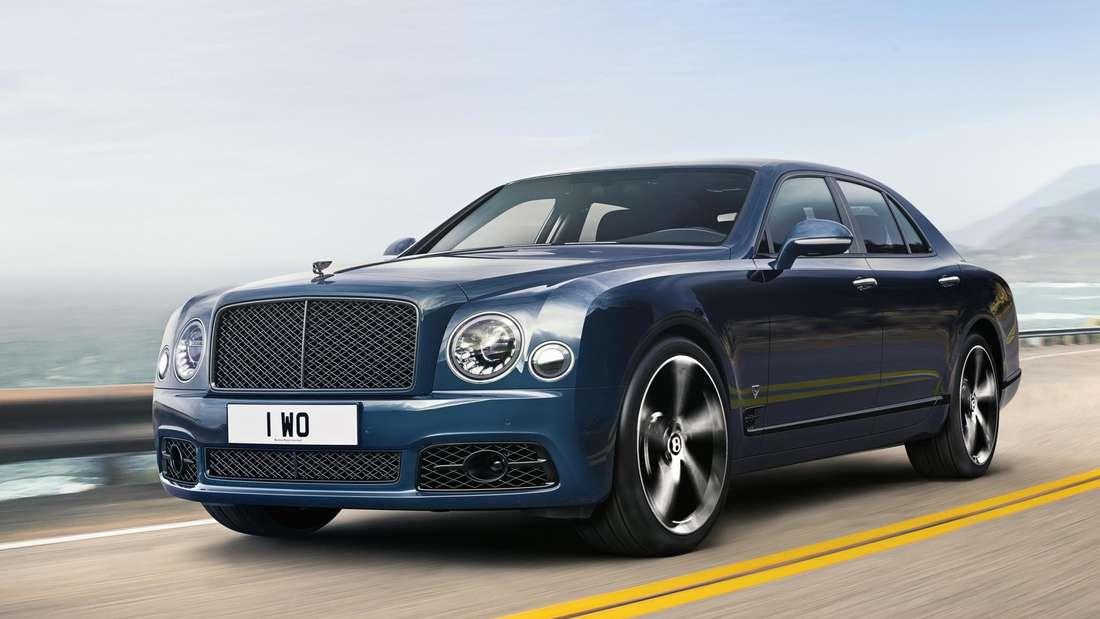 Fahraufnahme eines blauen Bentley Mulsanne